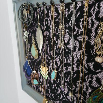 10 Minute DIY Jewelry Display