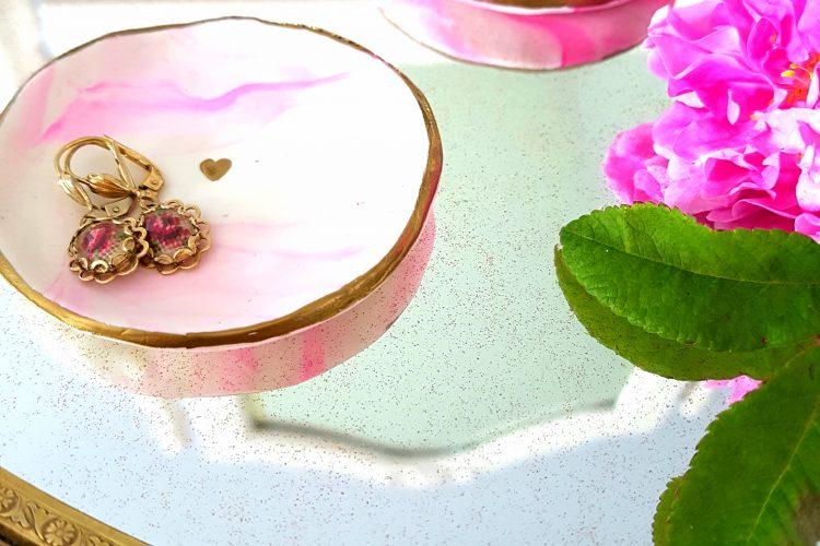 Easy DIY Jewelry Tray