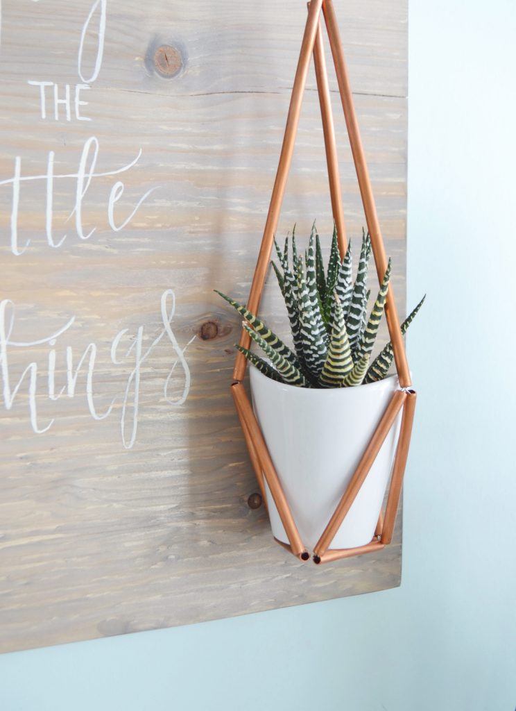 weathered-wood-stain-plant-holder
