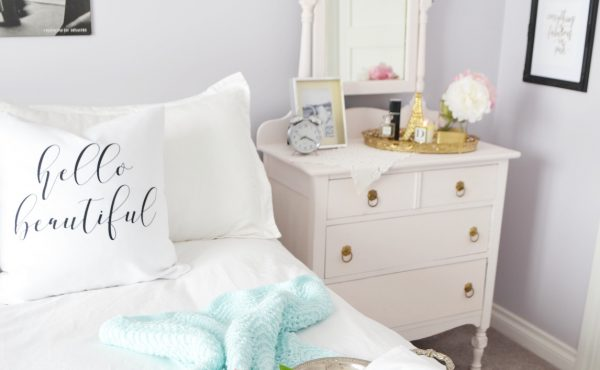decorating-with-throw-pillow-cover-in-bedroom