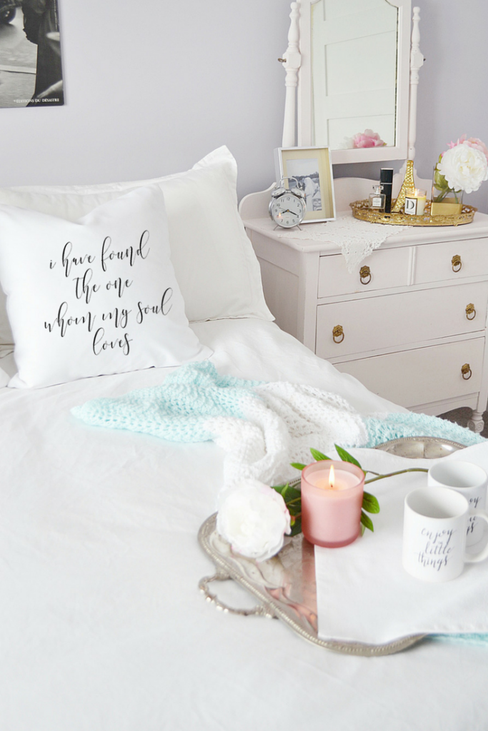 decorating-with-throw-pillows-love-script