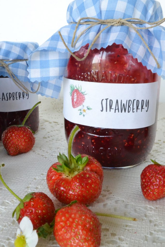 strawberry-jam-jar-with-gingham-top-strawberries-table