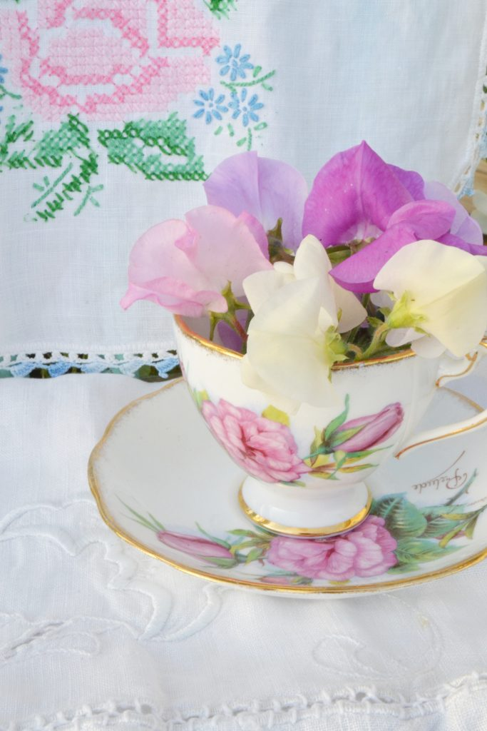 sweet-peas-teacup