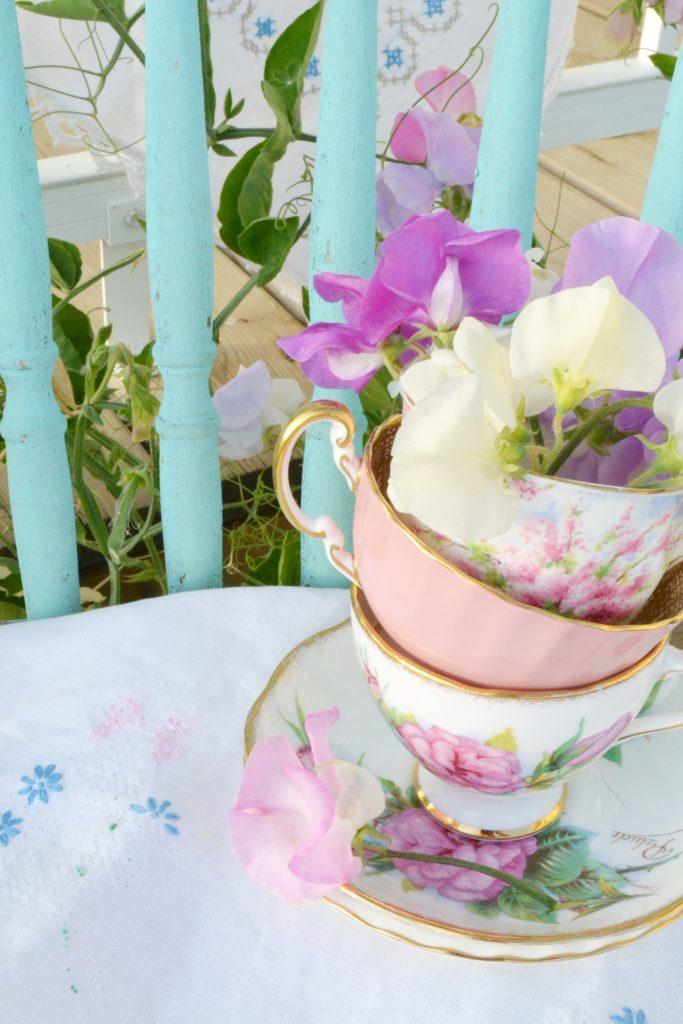 sweet-peas-teacup